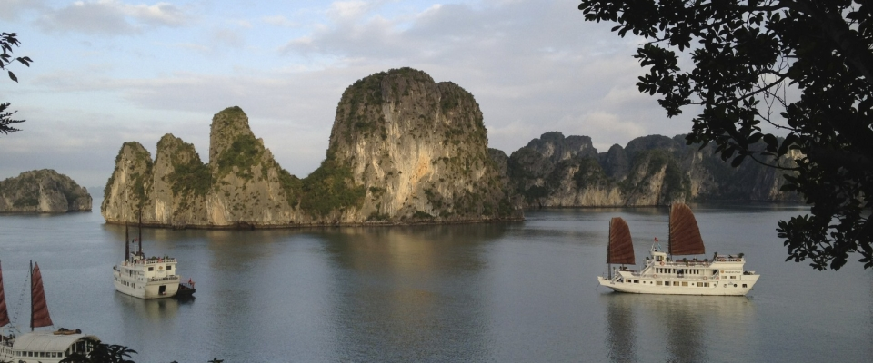 TAKE ME TO HALONG BAY, WHERE THE DRAGON DESCENDS INTO THE SEA